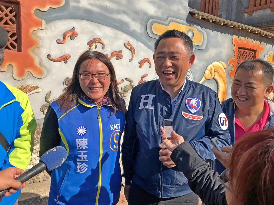 楊鎮浯與陳玉珍今天合體  笑談地方上有關2人「不合」的傳聞。(李金生攝)