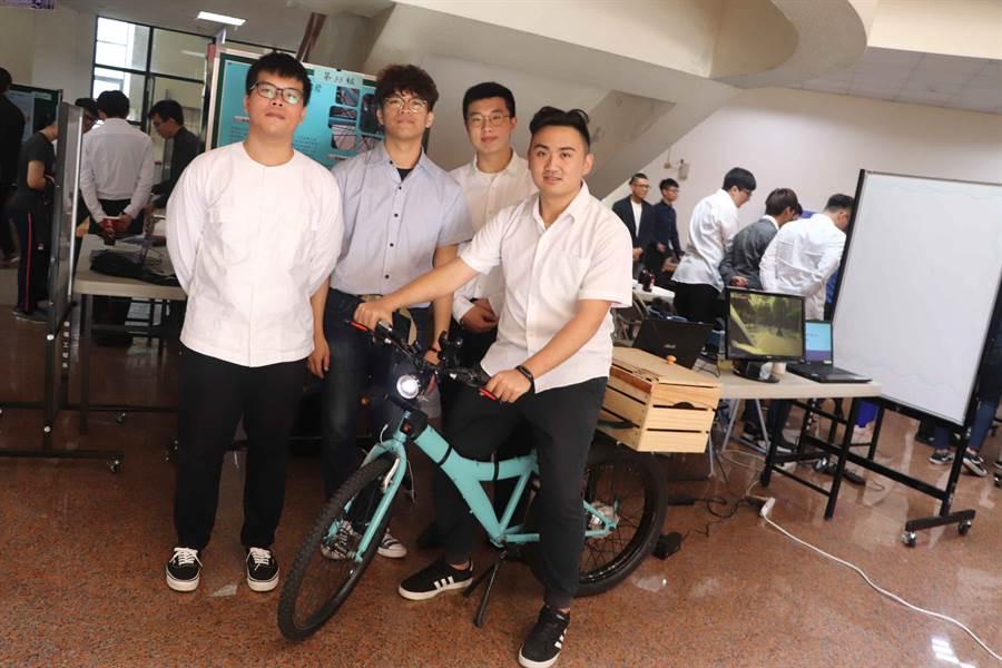 取名「水逆號」的電動自行車來自李孟哲、謝秉均、吳致學、鄭家翔的研發成果。(高科大提供)