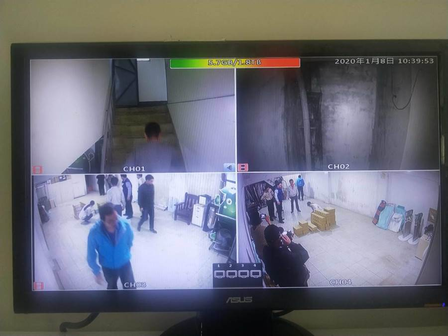 善化警分局護送選票全程蒐證錄影,並要求區公所放置選票處所確實裝設監視器24小時錄影。(翻攝相片/劉秀芬台南傳真)