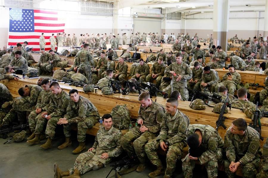 因應中東局勢升溫,美軍已緊急調派第82空降師開赴中東。(圖/路透社)