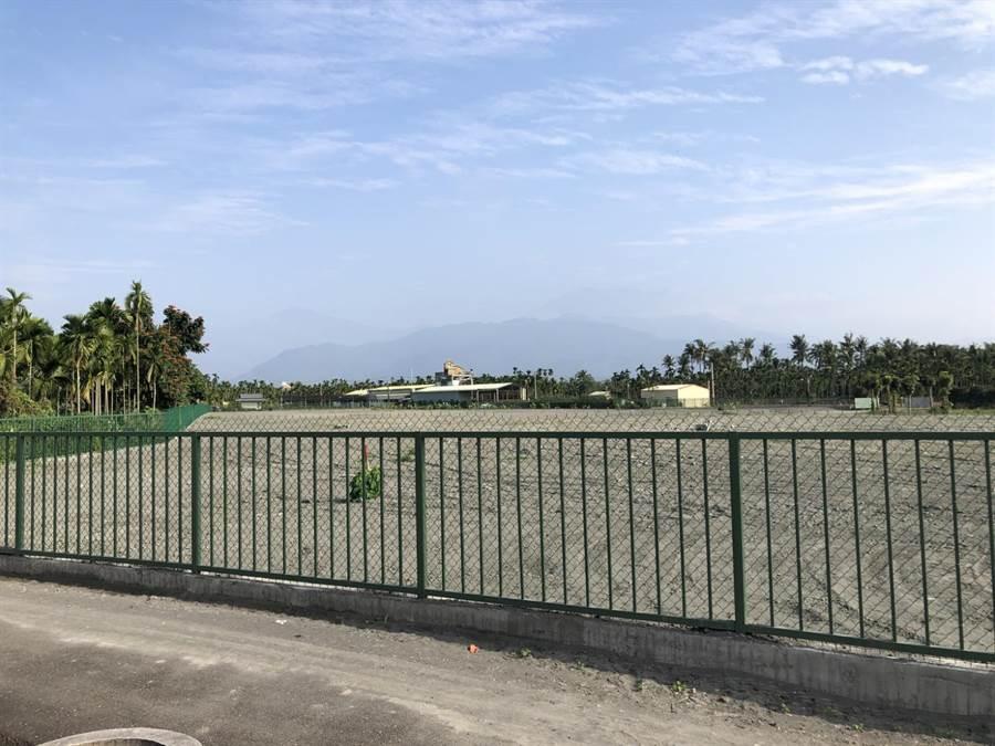 競總稱,鄉親說,蘇家還用綠色鐵籬笆將地號503-1圈圍起來,所以懷軒園的開發面積早已超過2公頃,蘇家根本知法玩法。(周佳琪競總提供/謝佳潾屏東傳真)