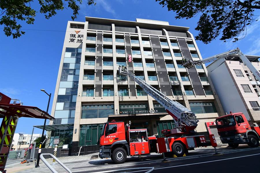 台東首輛32公尺直線前端曲折雲梯車,首次參與救災演練。(莊哲權攝)