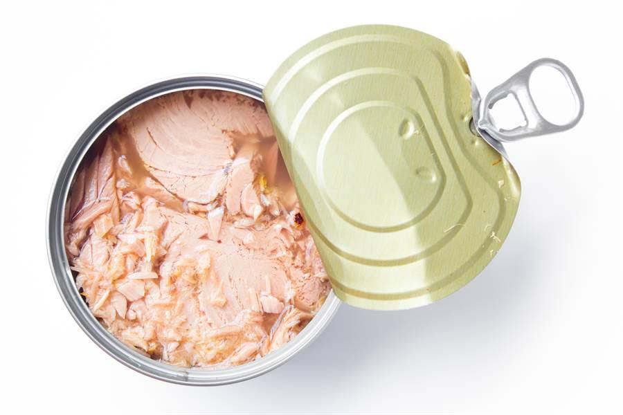 有些研究發現,許多看似可以存放很久的乾糧,即使外觀、氣味都還很正常,裡面的營養素含量已逐漸下降。(達志影像)