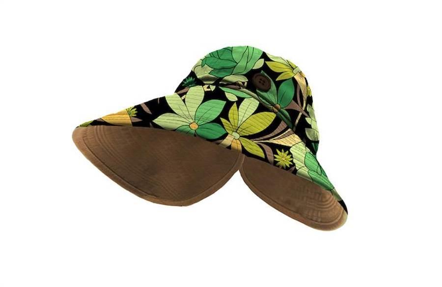 FENDI綠色印花帽款,3萬500元。(FENDI提供)