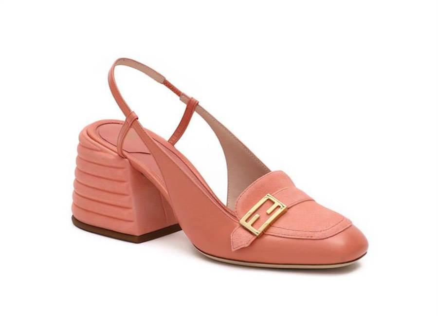 FENDI PROMENADE 粉色跟鞋,2萬8900元。(FENDI提供)