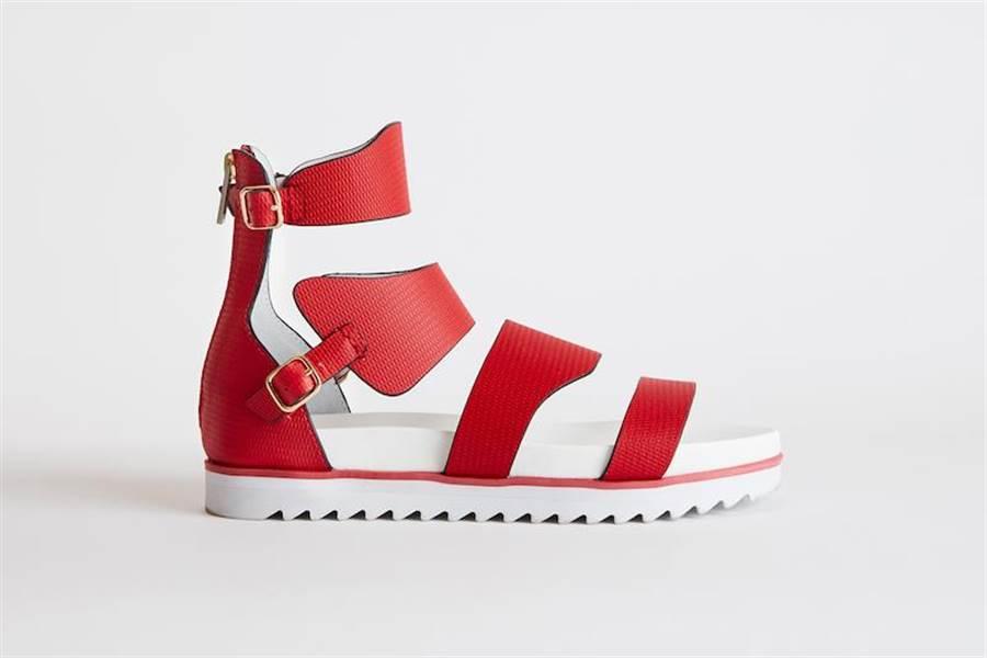 皮革羅馬涼鞋,1萬6800元。(夏姿提供)