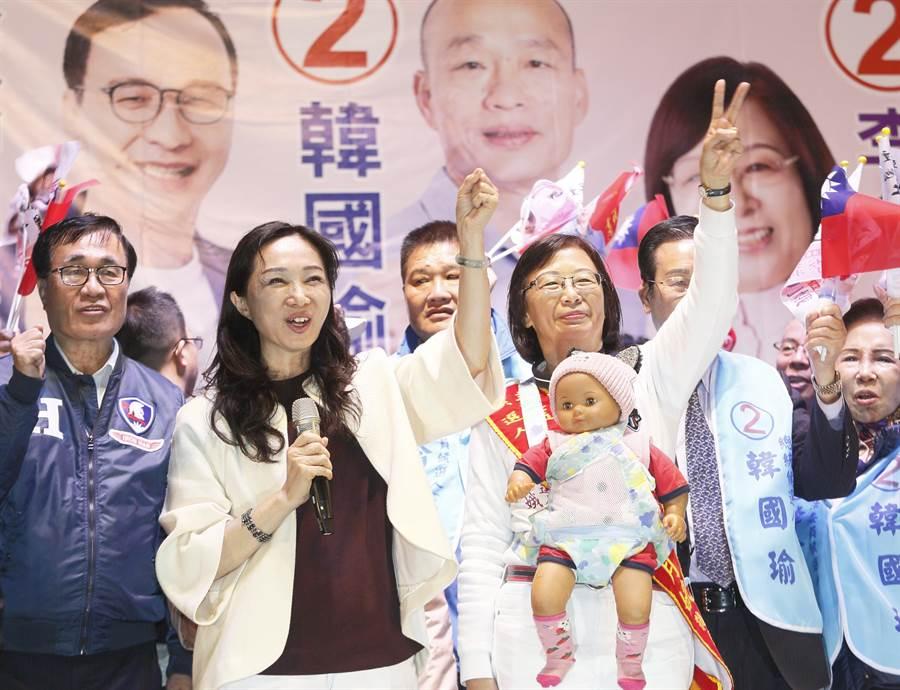 國民黨總統候選人韓國瑜妻子李佳芬等人現身力挺。(張鎧乙攝)