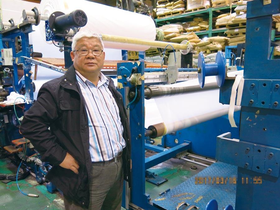 至達實業總經理王啟榮表示,該公司擁有貼合專業技術,TPU Film採用押出淋膜可直接在生產線上一次完成貼合。圖/業者提供