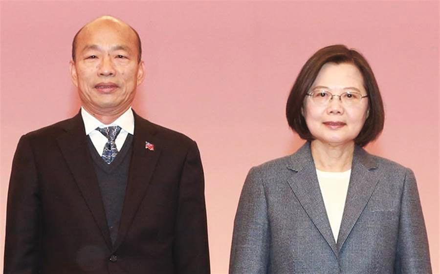 圖為第二場總統電視政見會,國民黨候選人韓國瑜與蔡英文再次交鋒。(中央社)
