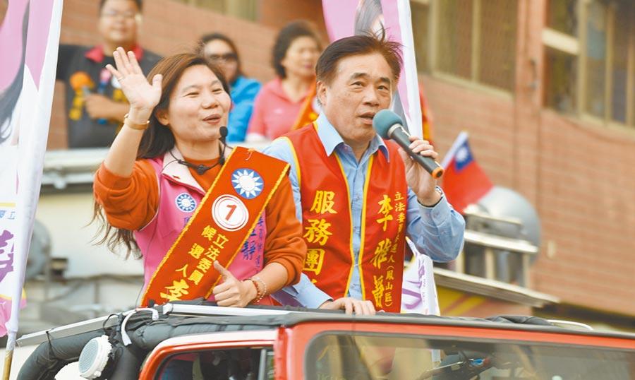 國民黨副主席郝龍斌7日南下高雄陪第七選區的立委候選人李雅靜車隊掃街。(劉宥廷攝)