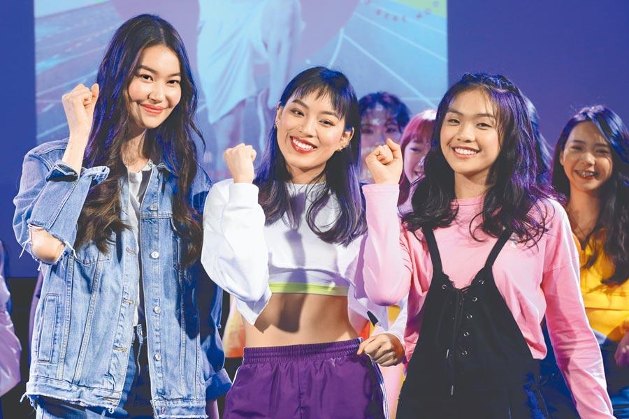 董若彤(左起)、鄭羽涵、陳琳星二代拚當女團成員。(野火娛樂提供)