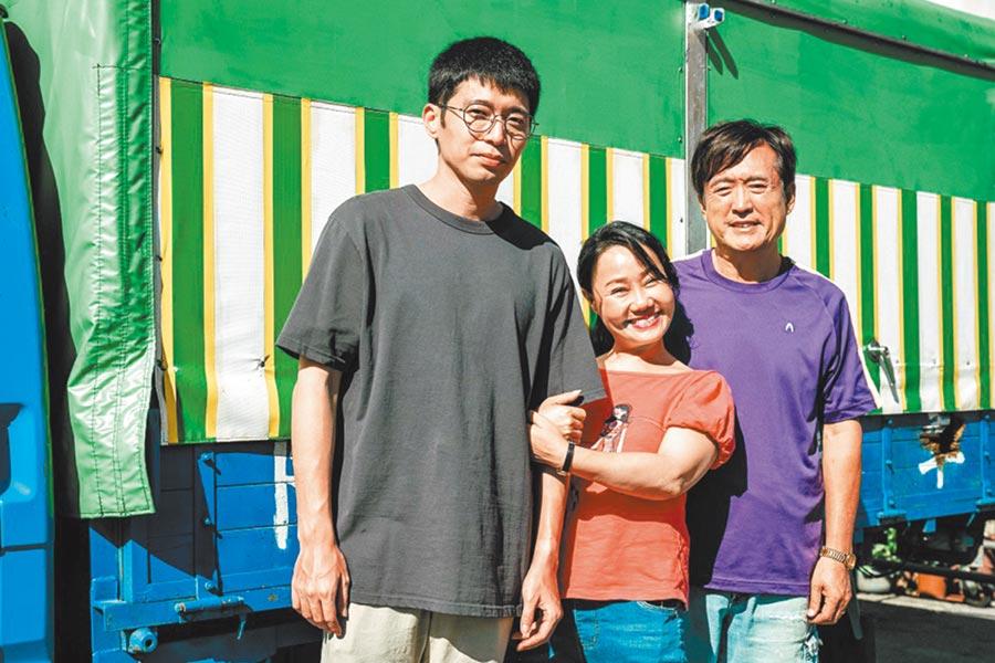 侯彥西(左起)在《四分之3》劇中飾演呂雪鳳、檢場的兒子。(客台提供)