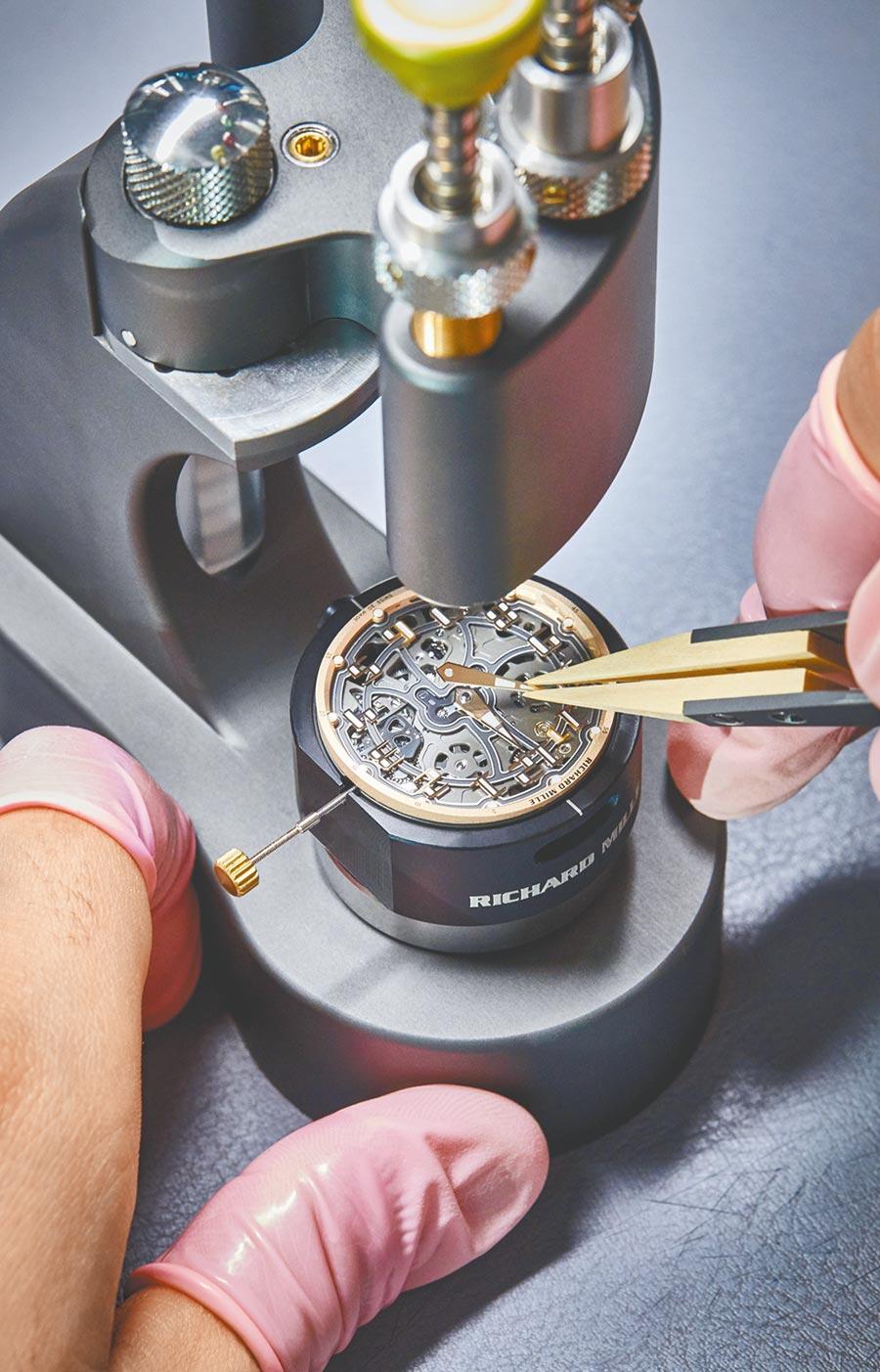 RM33-02腕表採用RMXP1超薄機芯,充分展現品牌精湛的製表工藝。(RICHARD MILLE提供)