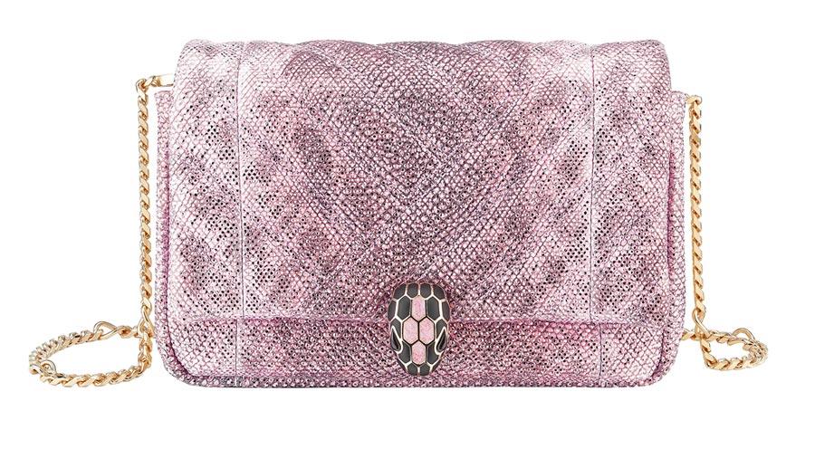 BVLGARI Serpenti Micro Cabochon薔薇石英粉色金屬水蛇皮迷你肩背包(台北101獨家販售),8萬7800元。(寶格麗提供)