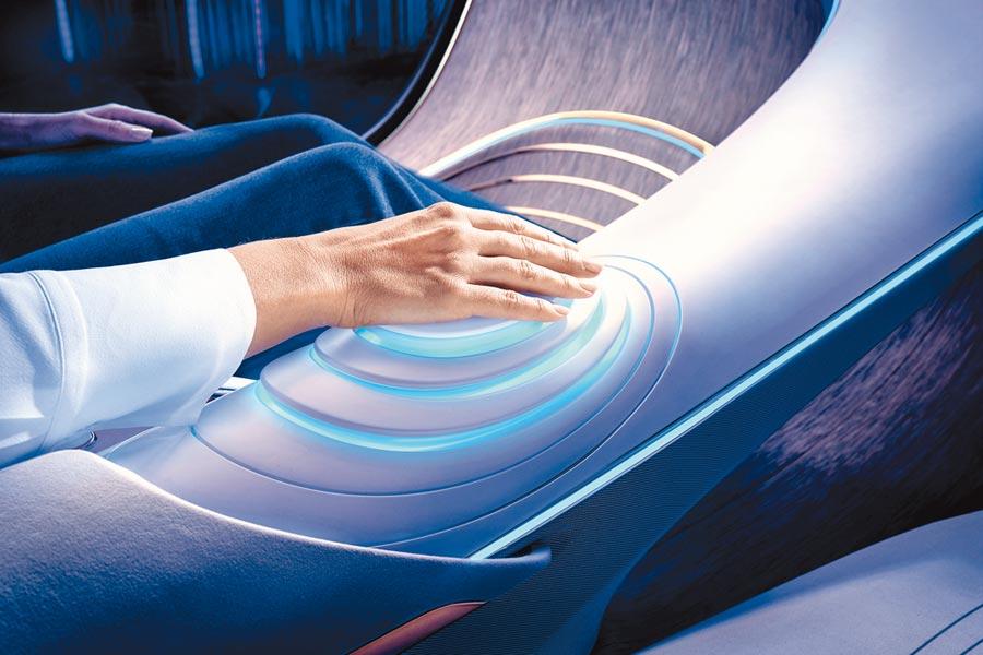 1.藉由手部接觸控制元件,車輛與駕駛者融合一起。(Mercedes-Benz提供)
