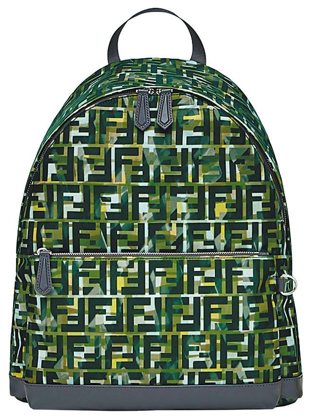 FENDI墨綠色FF Logo設計後背包,5萬6000元。(FENDI提供)