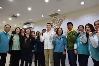 蔡英文車隊掃竹北 鄭朝方特調蠟燭祝勝利