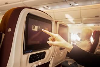 女搭機選電影看 一動作乘客超崩潰