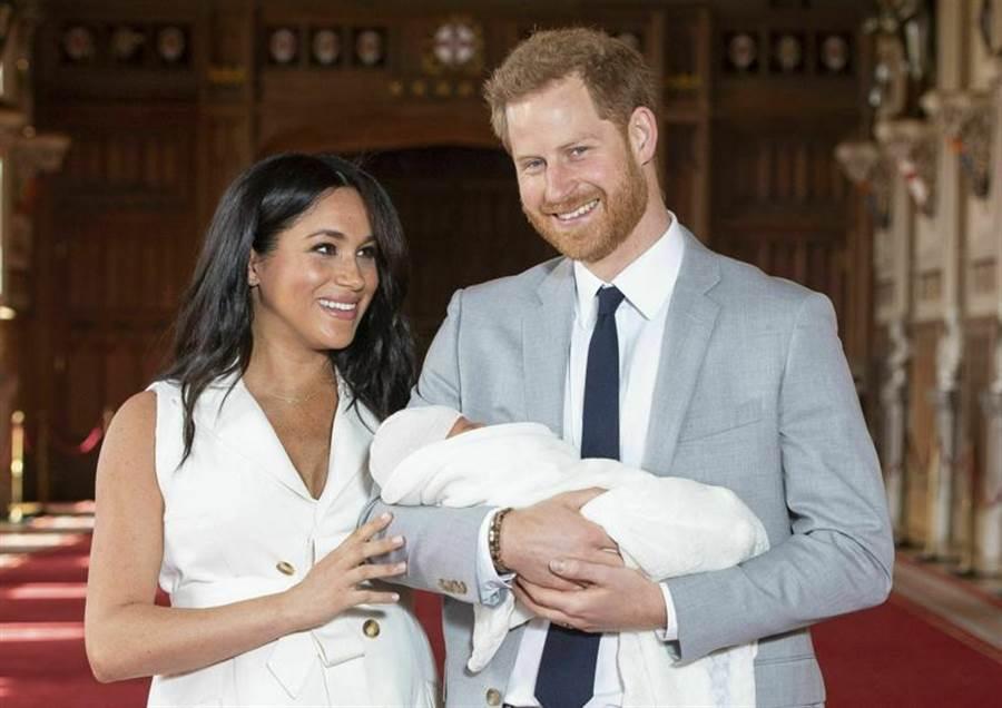 哈利王子伉儷於去年五月喜迎第一個兒子。(圖/美聯社)