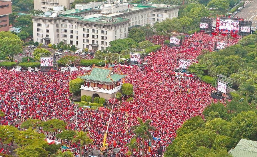 國民黨總統候選人韓國瑜今晚將舉辦「凱道勝利晚會」。圖為去年6月1日凱道上挺韓的人海。(本報資料照片)