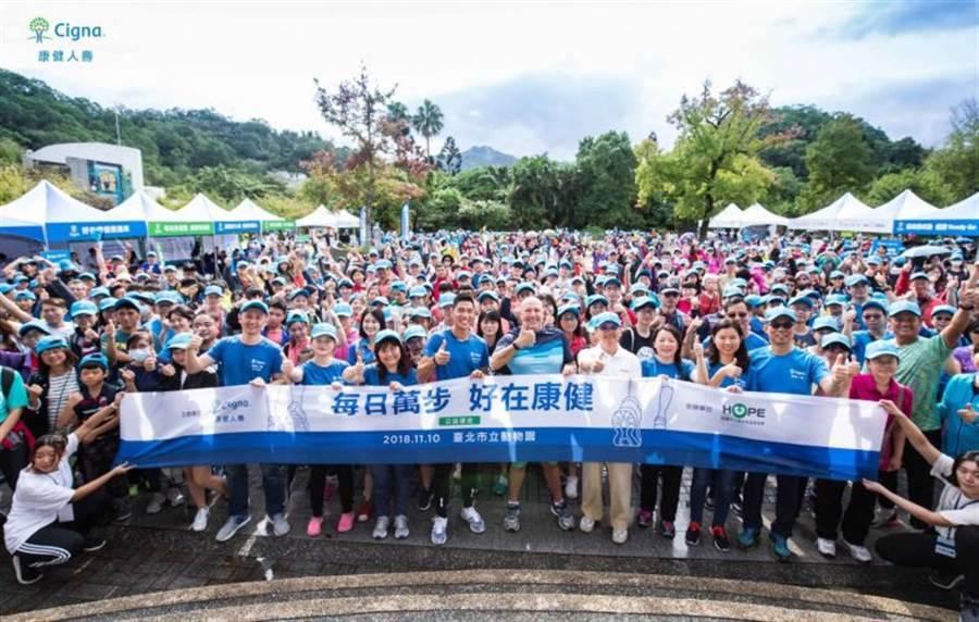 騎走十萬里運動公益活動吸引民眾熱情參與,累積了125萬新台幣愛心捐款。(康健人壽提供/陳筱琳傳真)