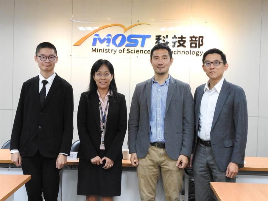 科技部今(8)日舉行記者會,邀請清華大學教授吳尚鴻、劉奕汶及張正尚出席。(科技部提供/李侑珊台北傳真)