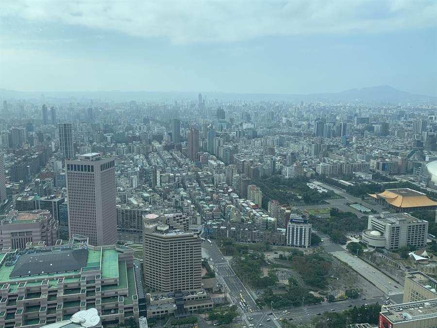 ▲北台灣新建案市場概況的住展風向球今(9)日公布,結束連續9個月的黃藍燈。