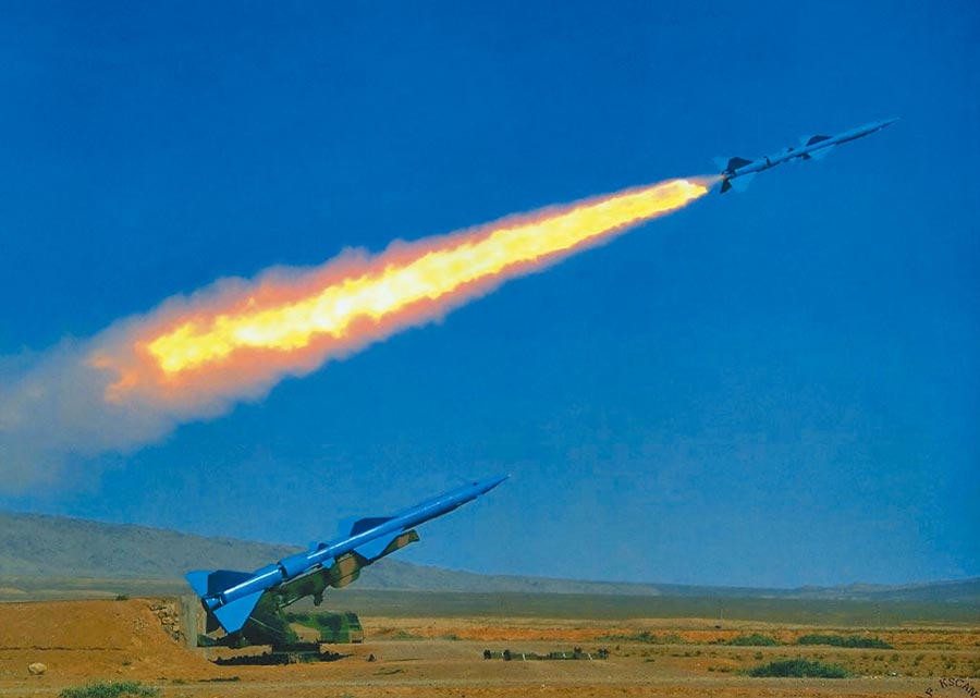 解放軍紅旗-2防空飛彈發射瞬間。(取自新浪網)