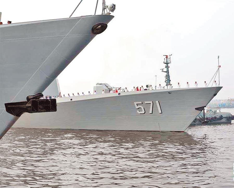 參加「海洋衛士─2020」中巴海上聯合演習的大陸海軍運城艦停靠喀拉蚩港。(新華社)