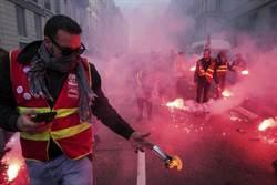巴黎街頭再暴動 工會向總統抗議:退休金改革已踩紅線