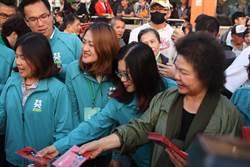 陳菊發限量「光復高雄」紅包袋擠爆現場