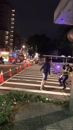 小英凱道造勢交管 男藝人開車硬闖與警方爆發衝突