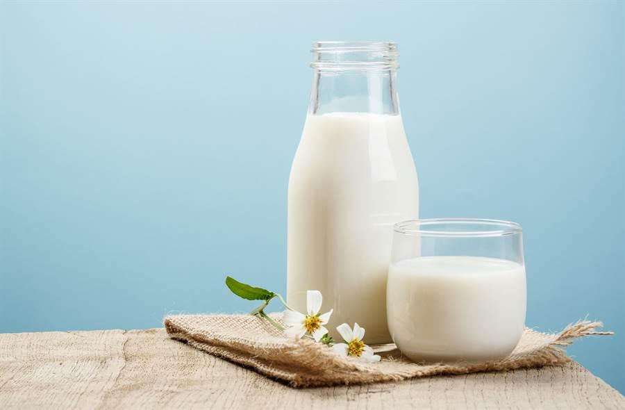 怕胖喝低脂牛奶,哈佛研究指出,罹患帕金森氏症機率恐增4成。(圖/Shutterstock)