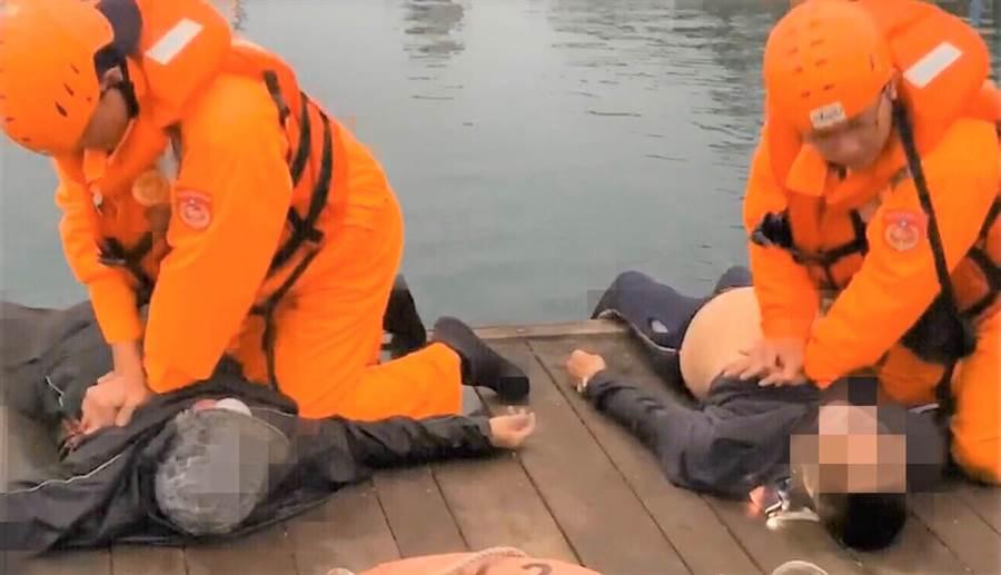 澎湖》2020年1月10日 澎湖 ▲澎湖72歲老夫婦溺水,岸巡人員搶救送醫仍無效。(澎湖第七岸巡隊提供/陳可文澎湖傳真)