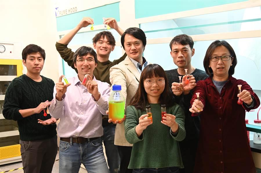 清華大學教授陳學仕研究團隊以自行研發的量子點技術,執行萌芽計畫成立新創公司。(清大提供/陳育賢新竹傳真)