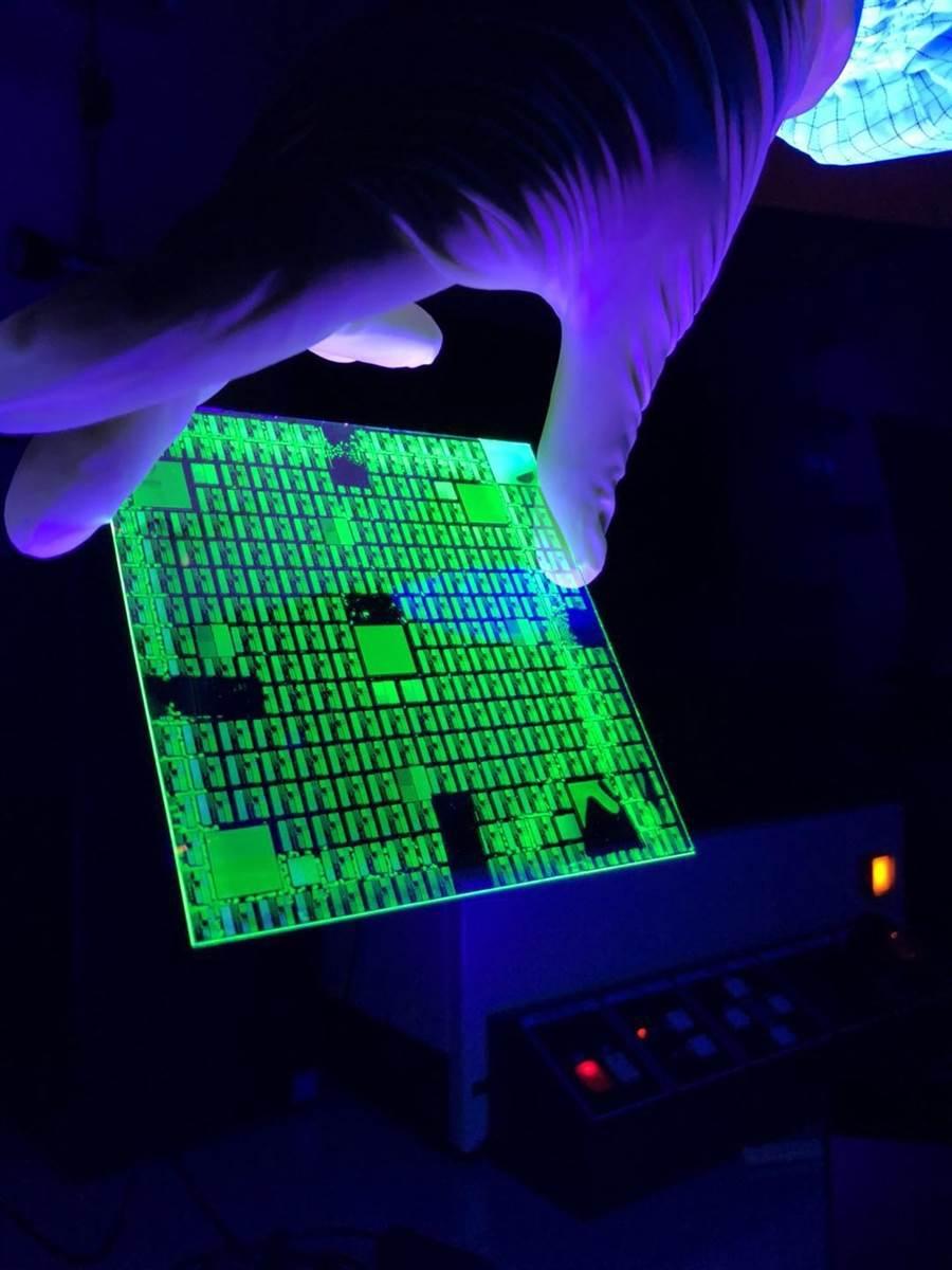 清華大學教授陳學仕研發量子點新型材料,已進入量產階段。(清大提供/陳育賢新竹傳真)