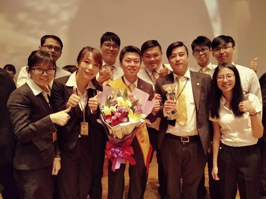 陳俊安店長不僅帶領團隊獲頒「單月成交冠軍」,更成功培育出3位店長和多位百萬年薪經紀人。