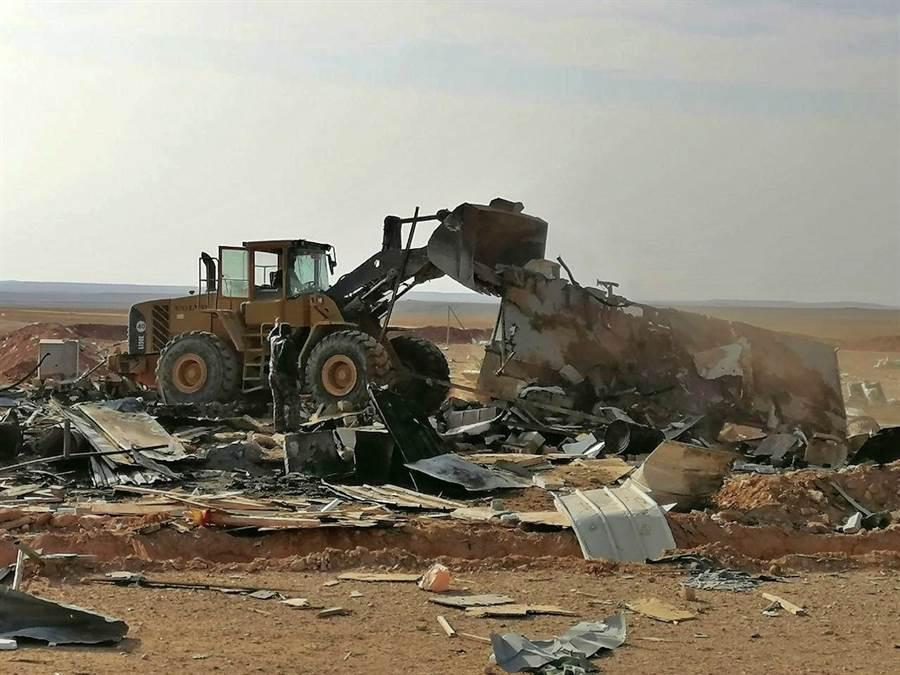敘利亞與以色列邊境、同時多為伊朗民兵駐軍的布卡瑪(Boukamal)地區傳出遭不明來源的飛機投射炸彈空襲,傳造成至少8人死亡。圖為美對駐伊拉克真主黨據點發動空襲後所剩殘骸。(美聯社)