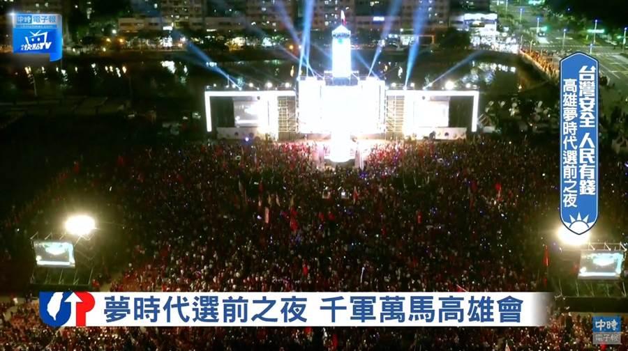 選戰前夕,韓國瑜最後一場造勢回到高雄夢時代,現場已經擠爆人潮 (圖/中時電子報)