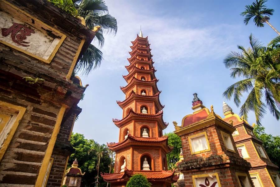 英國1間國際旅遊保險公司日前針對31個亞洲城市進行評比,結果發現,越南河內成為最便宜的背包旅行城市,台北排第20名,最貴的城市則是日本東京。(越南河內示意圖/Shutterstock)