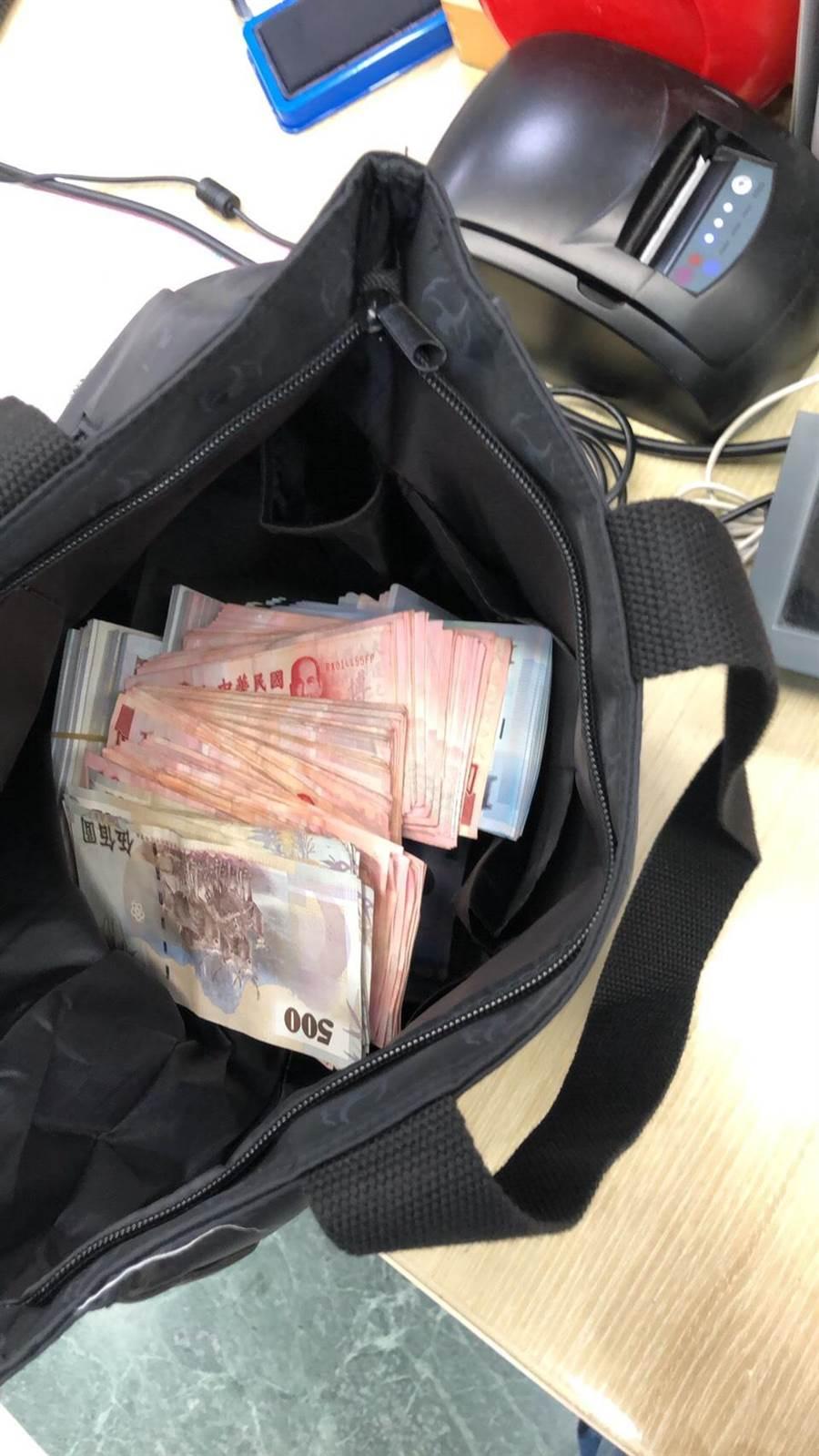 女行員嚇到竟交出約5萬元真鈔。(清水警分局提供/陳淑娥台中傳真)