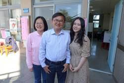 劉櫂豪帶家人投票 女兒高顏值吸睛