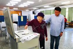 潘孟安攜母投票 開心返鄉投票率很高