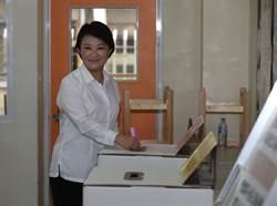 天氣、心情好盧秀燕:珍惜民主踴躍投票
