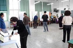 屏東女子誤投總統票 當場撕毀