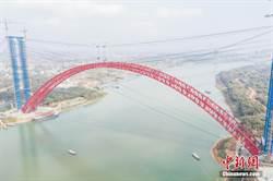 在建世界第一拱 平南三橋主拱實現高精度合龍