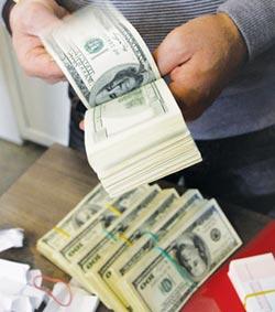 美伊互槓 全球債券基金磁吸232億美元