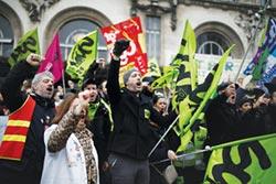 法國反年改罷工 逾45萬人響應