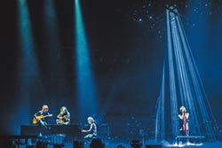 日本搖滾天團 宣告襲台登蛋2.4萬人橫濱朝聖ONE OK ROCK Taka憂外婆嗨到掛