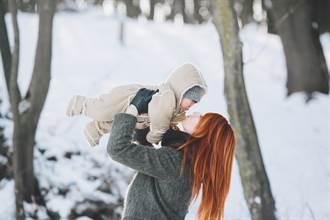 為了呼吸新鮮空氣 女讓兒活活凍死